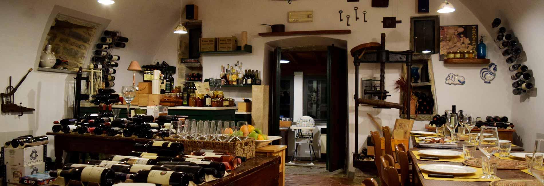 Foto dell'interno del ristorante dell' agriturismo