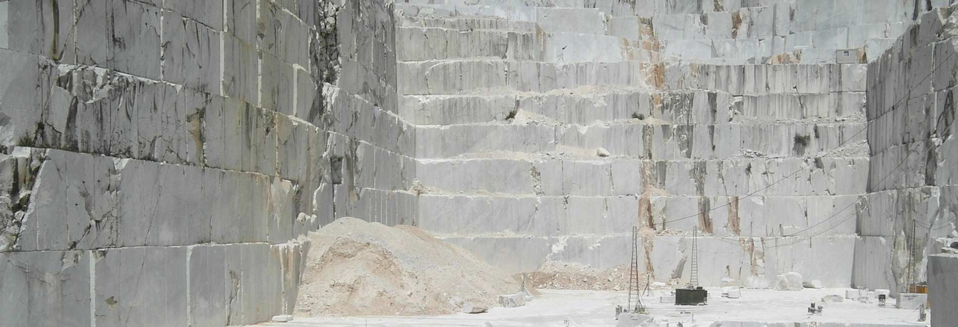 Foto delle cave di marmo di Carrara